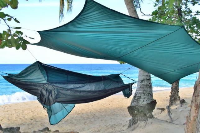 airbnb, hammocks, boomhutten, campers