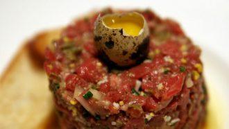 vegetarische steak tartare van tomaat