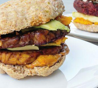 Dubbele tempeh burger