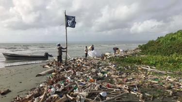Plastic afval in de zee
