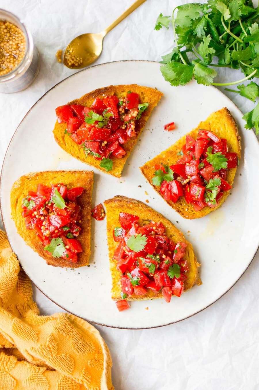 vegetarisch recept toast kurkuma-boter tomatensalade 2