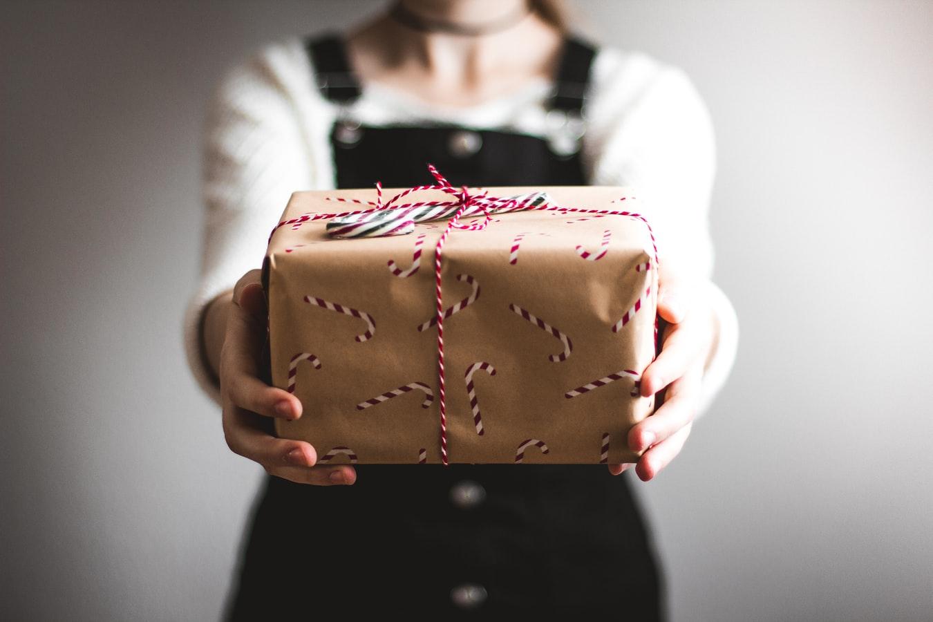 Verwonderend Cadeautjes geven is leuk! Maar waarom? Dit is de psychologie erachter MP-11