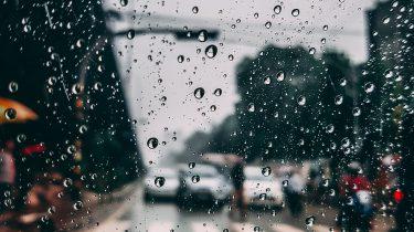 Regen op en ruit