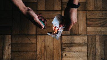 Blaadje dat wordt verbrand