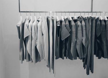 Afbeelding van een capsule wardrobe