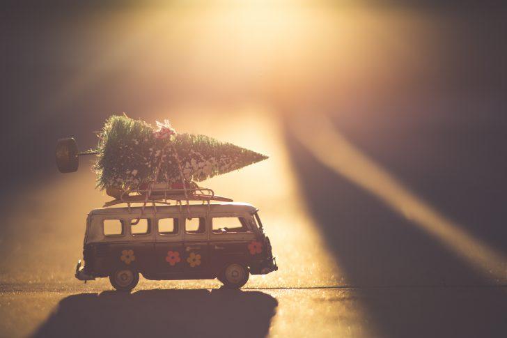 kerstboom op een busje