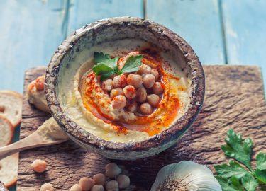 Afbeelding van hummus in een schaaltje