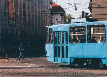 blauwe oude tram