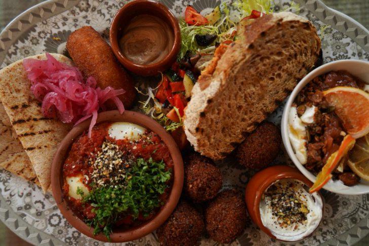 bord met vegetarisch eten