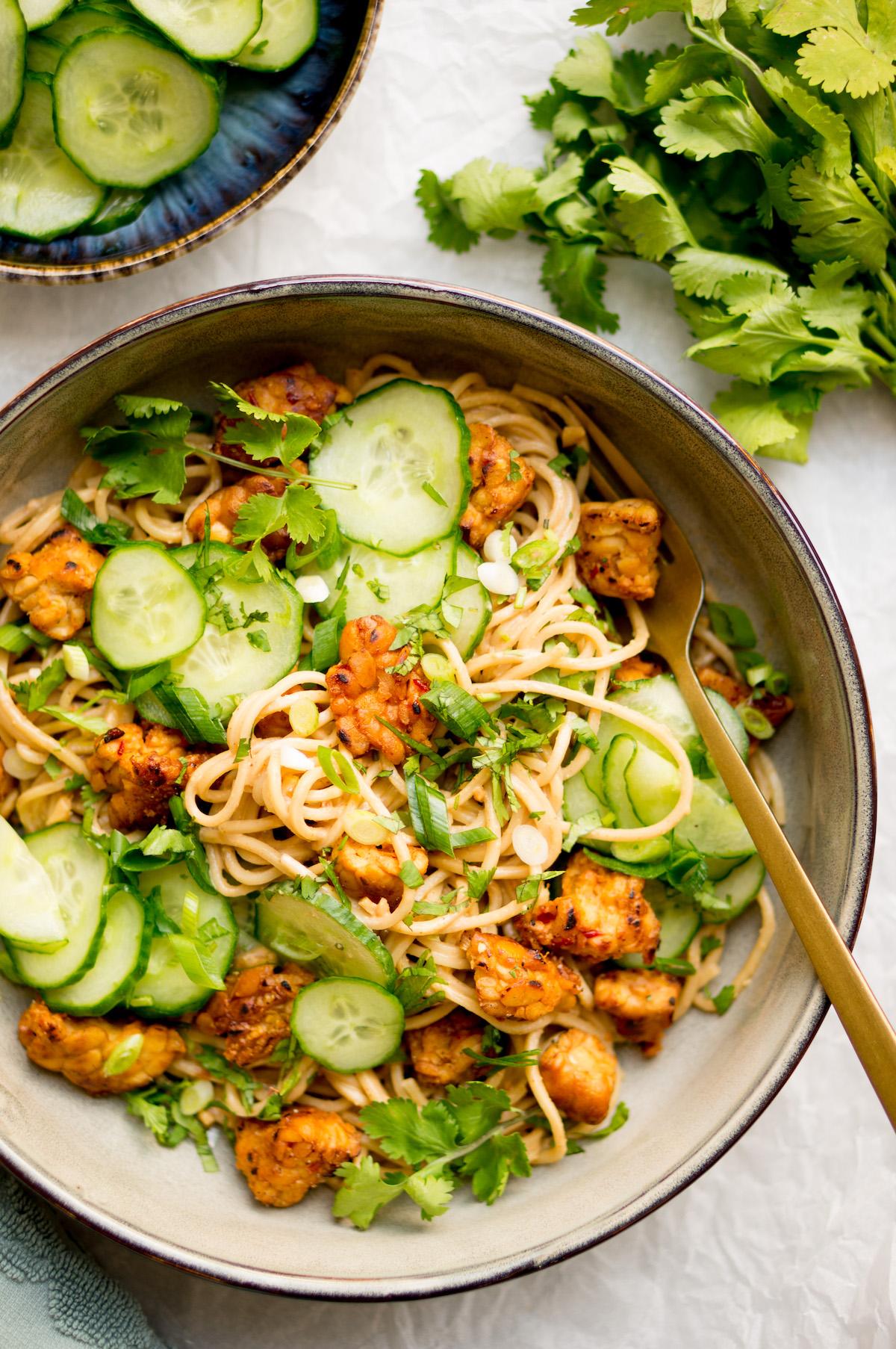 Afbeelding van vegan noodles met tempeh recept 2