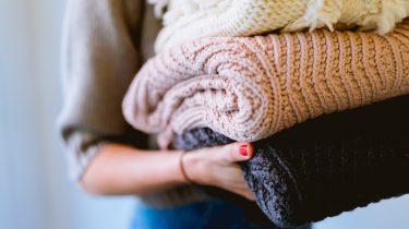 gewassen kleding uit de wasmachine