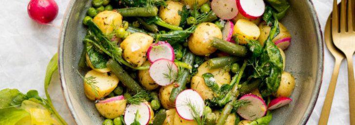 vegan salade met aardappels en groente