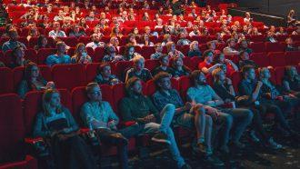 mensen in bioscoop