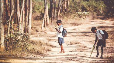 kinderen recyclen school