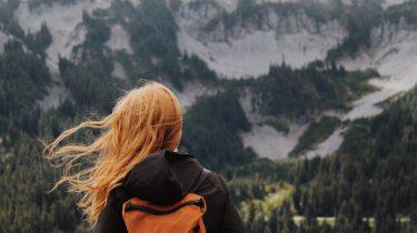 meisje aan het reizen