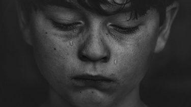 huilen sterk jongen huilt