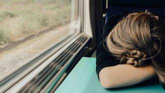 meisje is moe slapeloosheid