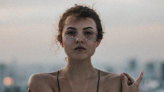 meisje voor zee