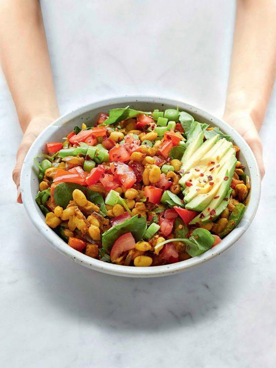 easy scramble als vegetarische salade met veel eiwitten