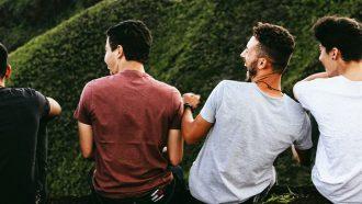 mannen vrienden op berg