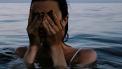 vrouw met stress die last heeft van spijsvertering