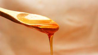 honing op een lepeltje
