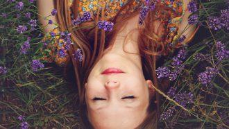 meisje in gras