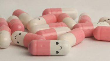 pillen met een smiley erop